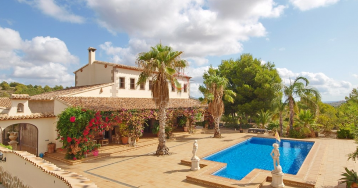Discover fantastic villas for sale in Benissa near the sea