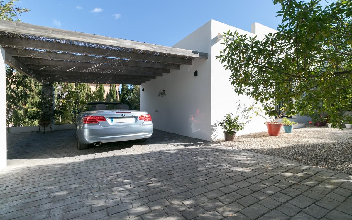 Vrijstaande villa in  - Bestaande bouw
