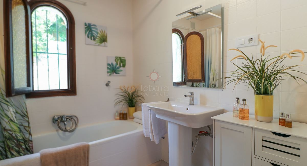 First floor bathroom of the Moraira villa for sale