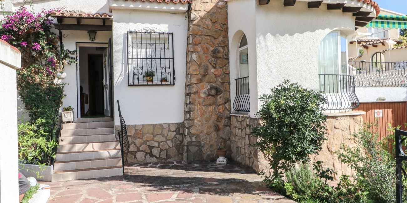 Cheap villa for sale in Moraira